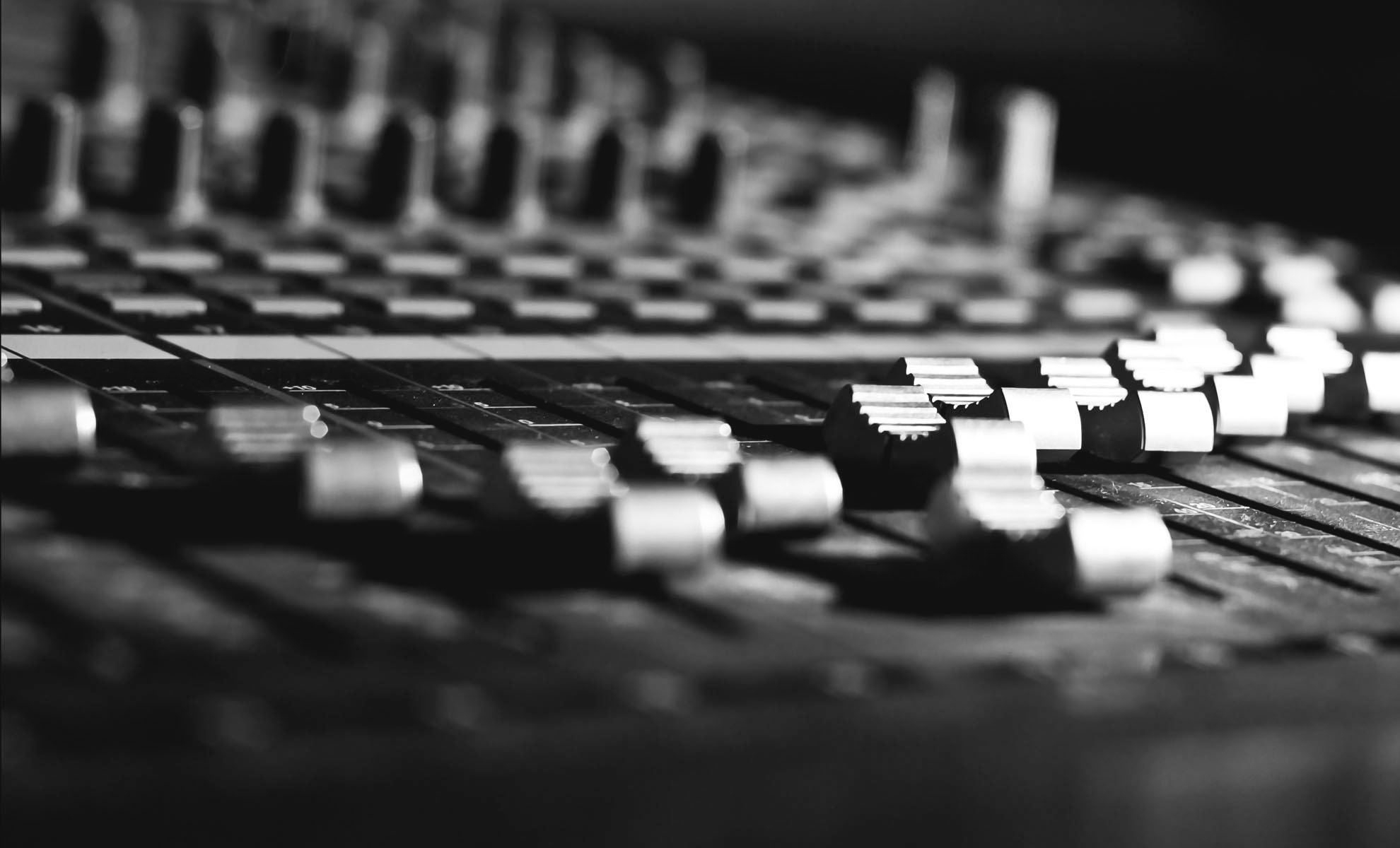 A picture of a audio mixing console.